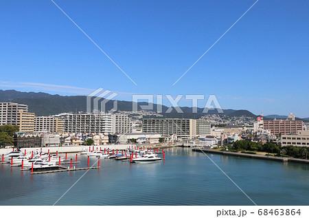 西宮大橋から見た西宮港と六甲山 68463864
