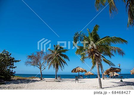 キューバ トリニダーから近いアンコンビーチの砂浜 68468427