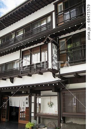 日本一の湧出量を誇る「草津温泉」 標高1200mに広がる山の中の温泉 68475579