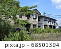 双葉郡富岡町 放置された住宅と車 68501394