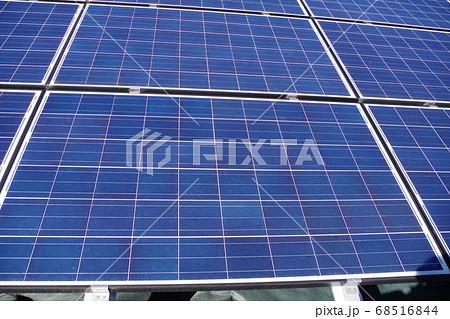 太陽光発電を行っているソーラーパネル 68516844