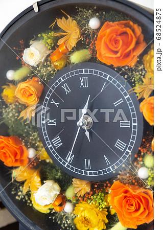 プリザーブドフラワーで作られた花時計 68524875