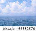 海と空長い水平線 68532570