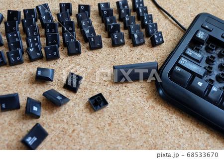 使い古したキーボードを掃除する 68533670