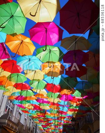 カラフルな傘 アゲダ ポルトガル 68536118