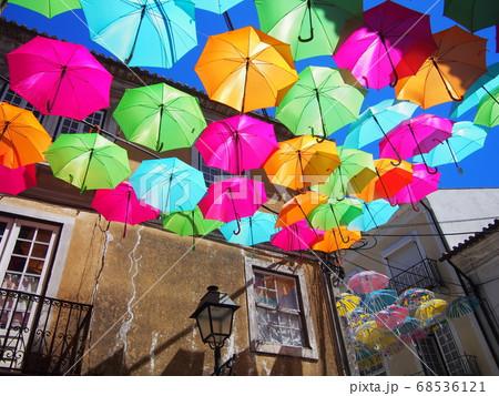 カラフルな傘 アゲダ ポルトガル 68536121