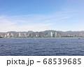 ハワイのオアフ島ワイキキビーチ洋上から クジラ出現 68539685