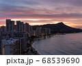 ハワイのワイキキビーチとダイヤモンドヘッド シェラトンホテル30階からの朝焼け  68539690