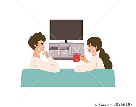 テレビを見ながらおしゃべりする男女のイラスト 68566197