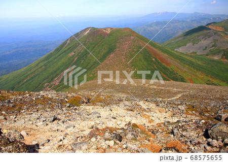 美瑛岳から見る秋の美瑛富士と背後の表大雪 68575655