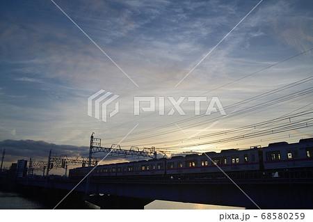 夕暮れの中川橋梁を渡る京成電車 68580259
