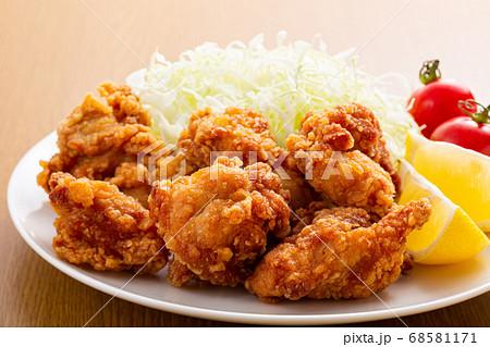 唐揚げの惣菜 皿盛り 68581171