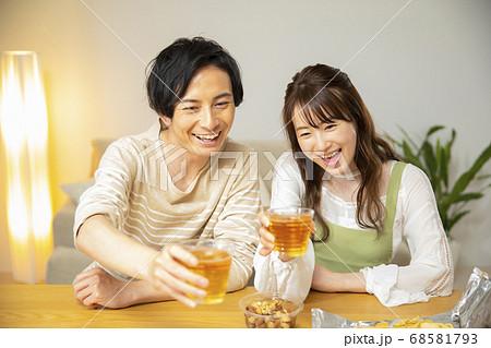 オンライン飲み会 68581793