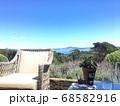 丘の上のレストランから見える海と島 68582916