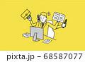 仕事に忙殺されるビジネスパーソン、黄色とグレーのイラスト 68587077