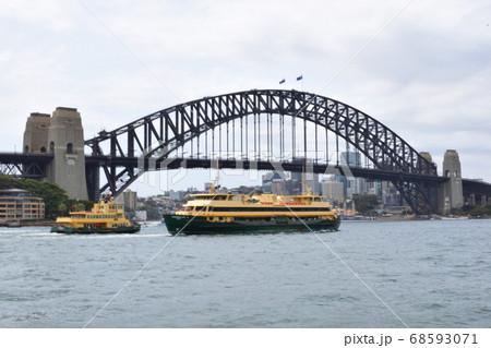シドニーのハーバーブリッジ 68593071