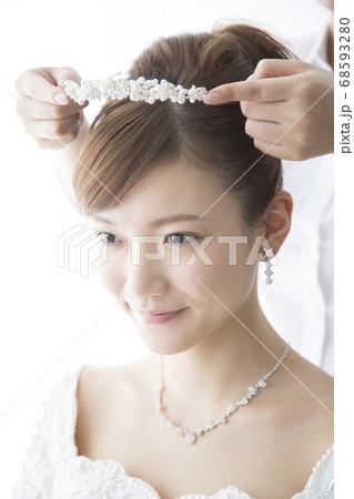 ティアラを着ける花嫁 68593280