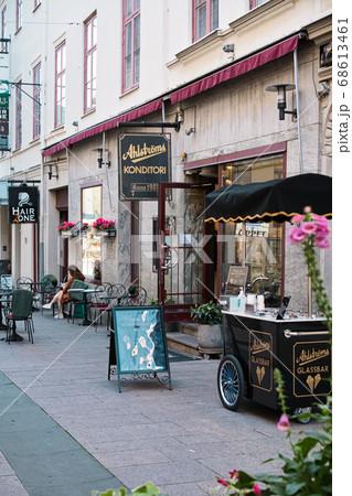 ヨーテボリの街のかわいいデザートショップの風景 68613461