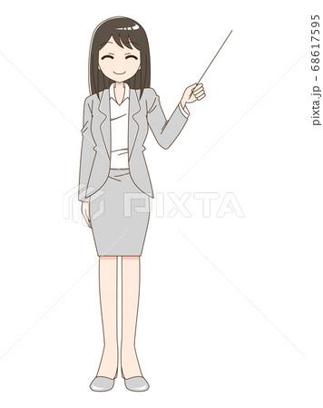 スーツを着て指し棒を持っている笑顔の女性 68617595
