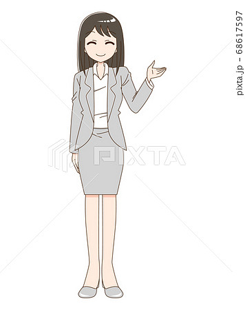 スーツを着て笑顔で案内している女性 68617597
