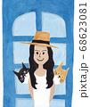 帽子の女性と猫二匹 68623081
