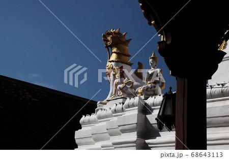 タイ王国・チェンマイ・watチェンユーンを守護するシンハ(singha 獅子)と信徒 68643113