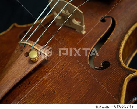 オールドヴァイオリンのクローズアップ 68661248