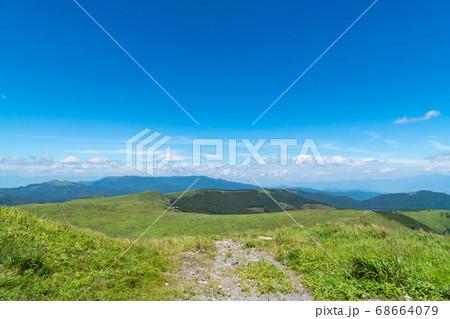 車山山頂付近の登山道(霧ヶ峰・車山) 68664079