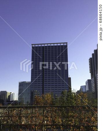 秋の高層ビル 68664150