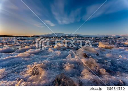 アイスランド ヴァトナヨークトル氷河 ヨークルスアゥルロゥン湖 68684550
