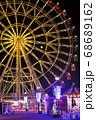 下関市にある小さな遊園地はいからっと横丁のライトアップされて美しく回る観覧車 68689162