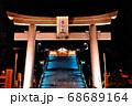 関の氏神である下関亀山八幡宮へ国道から上がる入り口のライトアップされた大鳥居 68689164