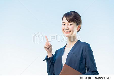 女性 ビジネス 1人 68694181