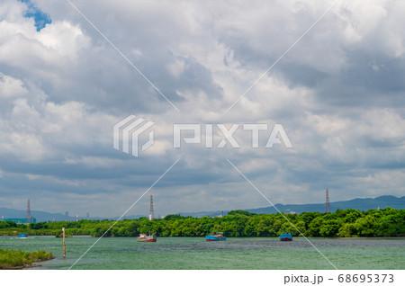 淀川で川砂を取る砂利採取船 68695373