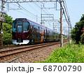近鉄 全面リニューアルされた団体専用列車「楽」の風景 68700790