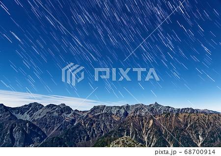 常念岳から見る月明かりの槍・穂高連峰と星空 68700914