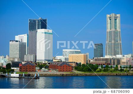 《横浜市》大さん橋から見たみなとみらいの風景 68706090