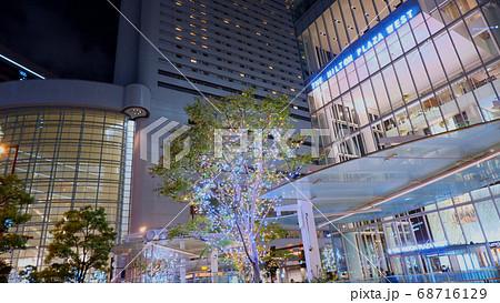 大阪の夜の街並み・ヒルトンプラザウエスト 68716129