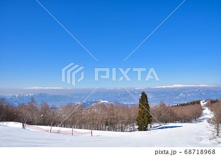 冬晴れの蔵王温泉スキー場からの雪景色 68718968