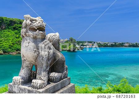 沖縄をイメージするシーサー 68720163