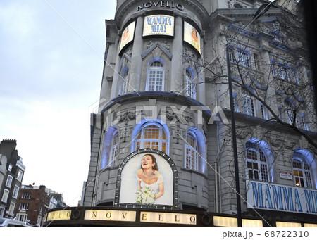 ロンドン、ウエストエンドのノヴェロ劇場 68722310