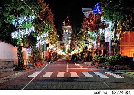 北野坂から望む建築中の神戸三宮阪急ビル 68724601