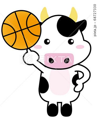 牛06_05(スポーツ・バスケットボールを持つ牛さん) 68727330