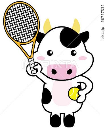 牛06_03(スポーツ・テニスラケットとボールを持つ牛さん) 68727332