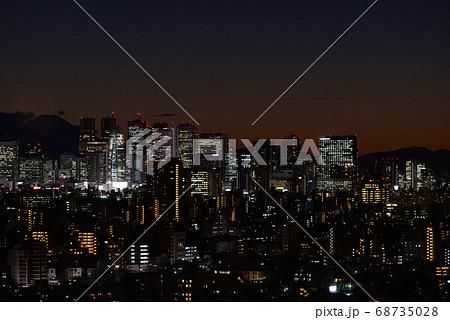 文京シビックセンターから見た富士山と新宿副都心の夜景 68735028