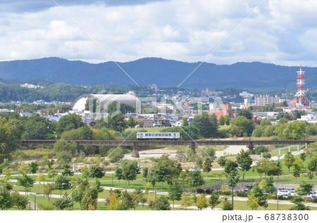 旭川駅を出て美瑛・富良野へ向かう普通列車 68738300