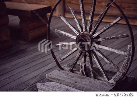 木製のオブジェ 68755530