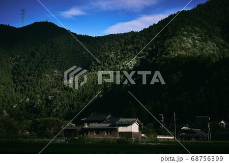 日本の山村の風景 68756399
