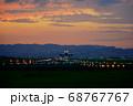 【大阪府】伊丹空港に着陸する飛行機 68767767