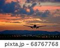 【大阪府】伊丹空港に着陸する飛行機 68767768
